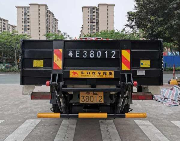 <b>1.5吨折叠式汽车尾板</b>