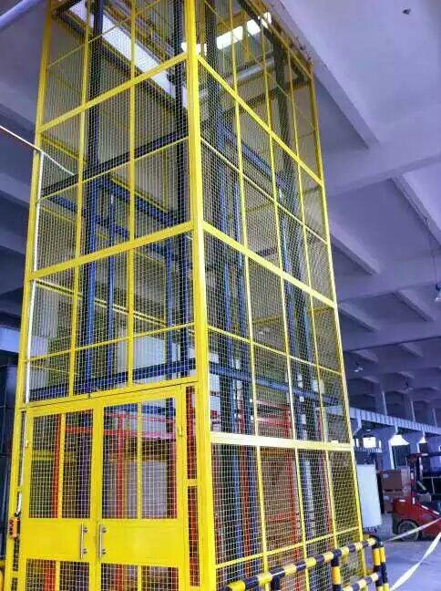导轨链条式升降机(室内