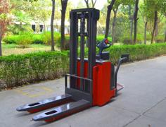 电动堆高车操作规程